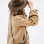Красивые модели бежевых пальто на весну и осень 2021 года на фото