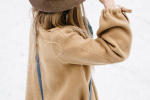 стильное бежевое пальто