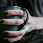 Маникюр с черным лаком: интересный, привлекательный и модный