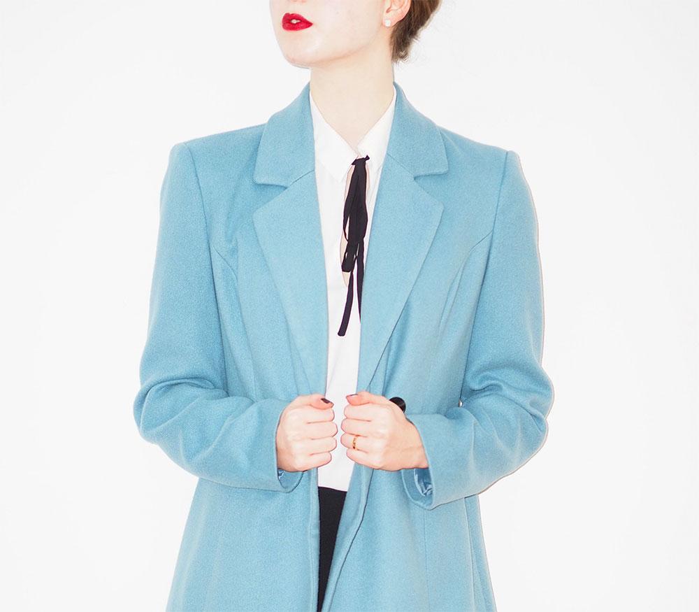 длинный светло синий пиджак