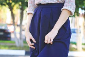 стильная синяя юбка