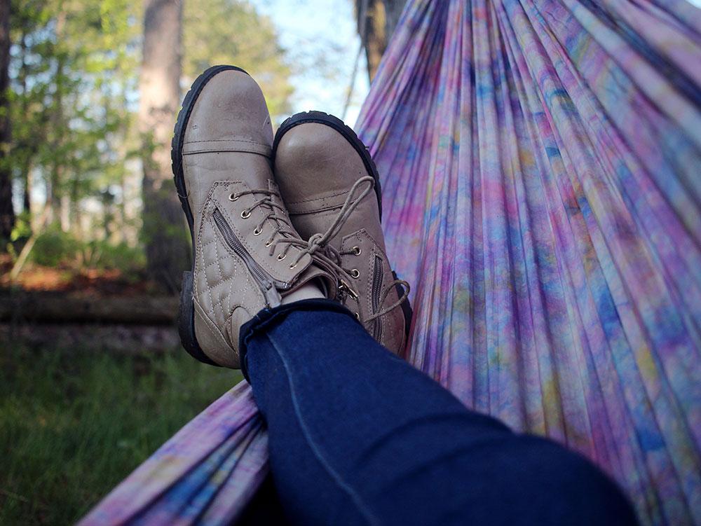 бежевые ботинки челси
